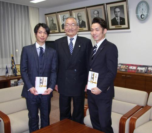 寺内会長と高橋選手、町田選手.JPGのサムネイル画像のサムネイル画像